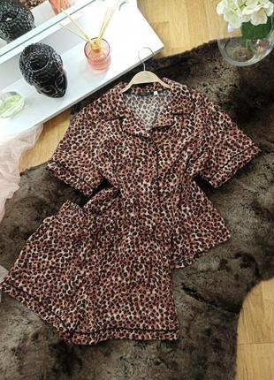Шелковая женская пижама шорты и футболка леопард