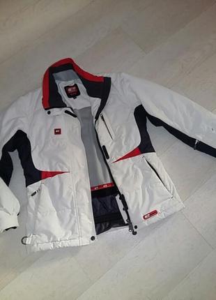 Невероятно красивая теплая куртка. швейцария