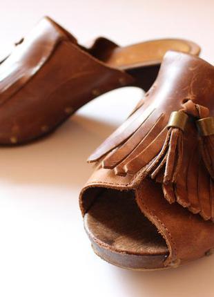 Босоножки на среднем каблуке next
