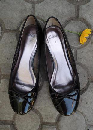 Новые фирменные лаковые туфли балетки clarks р.37-38 (24,5 см)