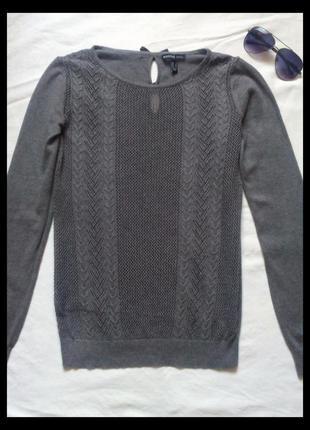 Фирменный ажурный свитер серого цвета от mango