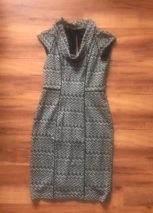 Трикотажное платье- футляр