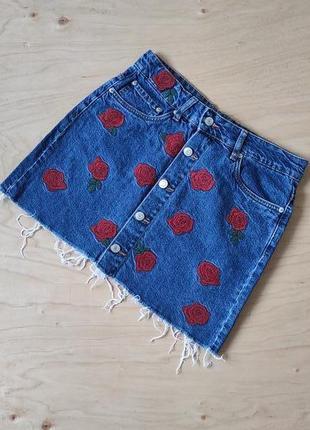 Очень красивая джинсовая юбка с вышивкой   zara