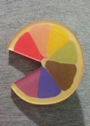 Значок разноцветный апельсин