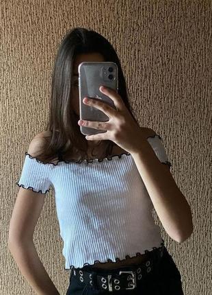 Белый топ топик  на плечи с открытыми плечами