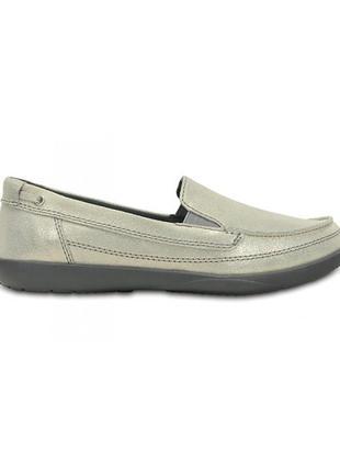 Crocs light gray & charcoal walu shimmer leather loafer