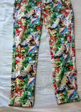 Летние брюки  в цветочный принт.