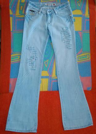 Голубые джинсы фирмы diesel