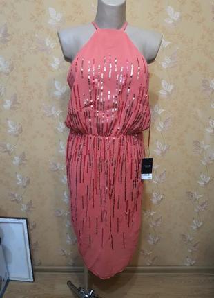 Вечернее коралловое платье с паетками и открытой спиной