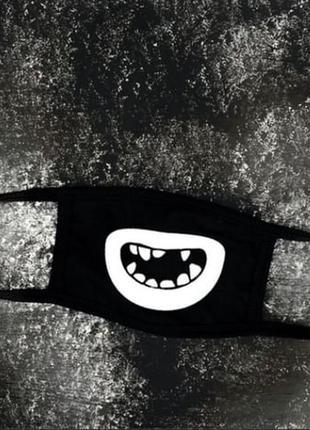 Защитная маска с принтом улыбки без зубов