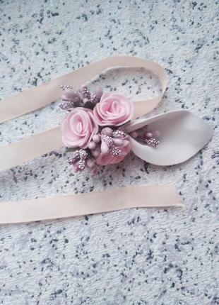 Бутоньерка свидетельница свадьба розовая пудра