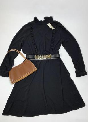 Чёрное платье с длинными рукавами и красивым воротником от peacocks