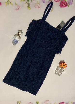 Нарядное кружевное силуэтное платье