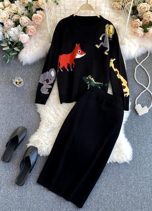 Черный вязаный костюм с юбкой миди + джемпер с мультяшными героями