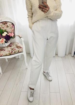 Белые базовые брюки джинсы багги слоучи мом свободного фасона высокая посадка с защипами