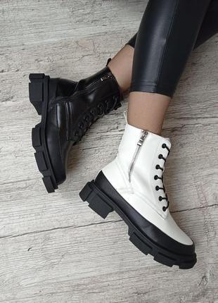 Стильные зимние ботинки в двух цветах