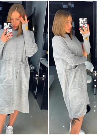 Стильное вязаное платье свободного кроя