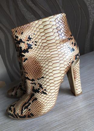 Демисезонные ботинки натуральная лак-кожа 39 размер