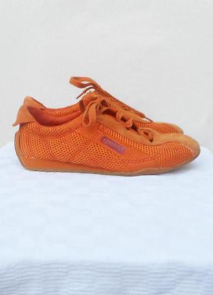 Легкие спотривные замшевые  дышащие кроссовки