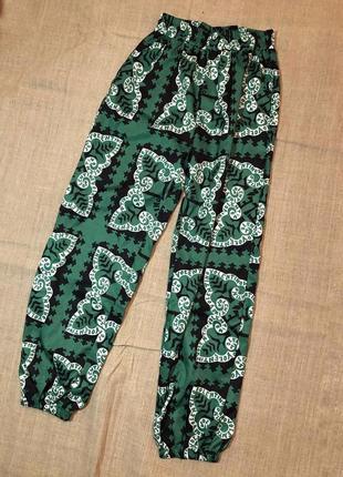 Свободные штаны на резинке