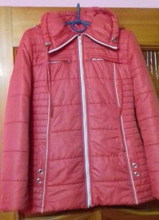 Червона куртка 46 р. в ідеальному стані