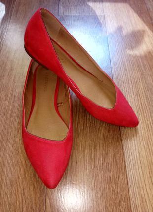 Балетки красного цвета