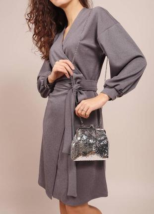 Платье  на запах серебристое на новый год и праздники с объемными рукавами и поясом