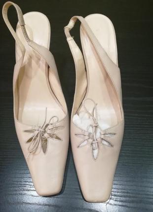Кожанные нарядные туфли в идеальном состоянии.