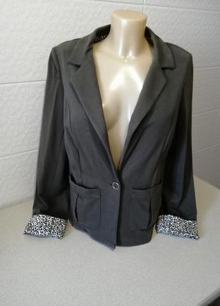 Хорошенький текстильний піджак