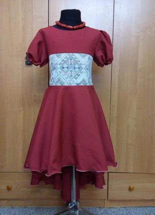 Детское нарядное платье для праздника, торжества, выступлений с вышивкой