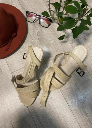 Bata-бежевые  босоножки 👡 кожаные босоножки