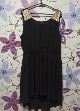 Красивое платье с удлиненной юбкой