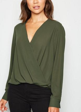 Блузка хаки с вырезом