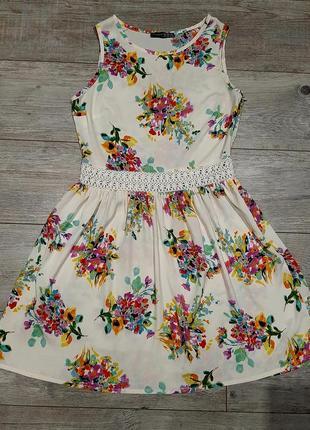 Платье с кружевным поясом