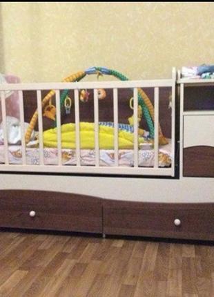 Детская кроватка трансформер со всем комплектом (после одного ребенка) состояние новое!!