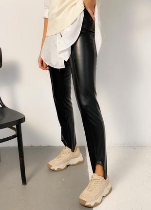 Черные лосины-гамаши из эко кожи на флисе1 фото