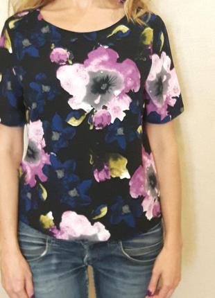 Эффектная яркая футболка блуза