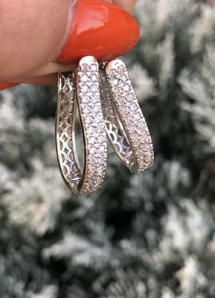 Серебряные с камнем