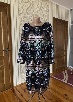 Нарядное вечернее коктейльное платье в пайетки в красивый узор