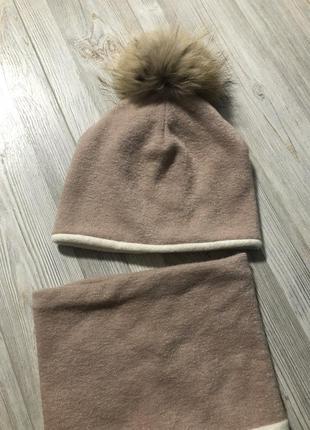 Набор шапка с натуральным помпоном енот бубоном и снуд шарф