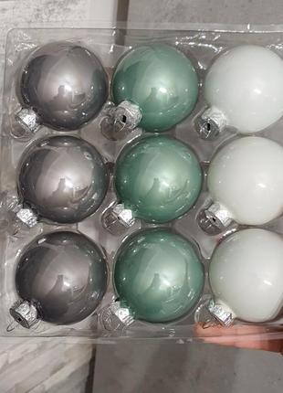 Стеклянные шары на елку