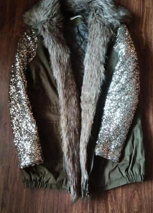 Теплая куртка парка, с мехом и рукава пайетки ,s