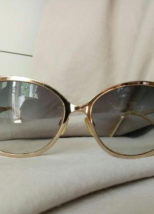 Шикарные фирменые солнцезащитные  очки trussardi (оригинал)