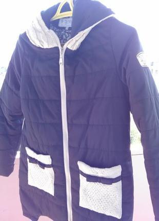 Супер куртка на синтепоне с вязаными карманами и капюшоном