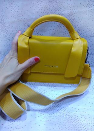 Желтая сумка-клатч с длинными ремнями в комплекте