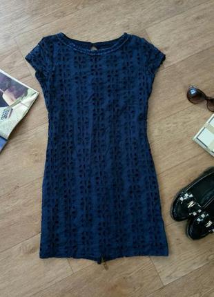 Платье темно-синее, сзади на змейке