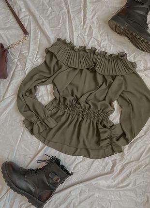 Нарядная блуза на спущенные плечи