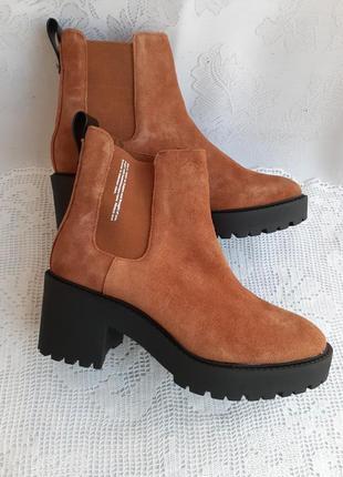 Ботинки демисезонные замшевые на тракторной подошве рыжие street style