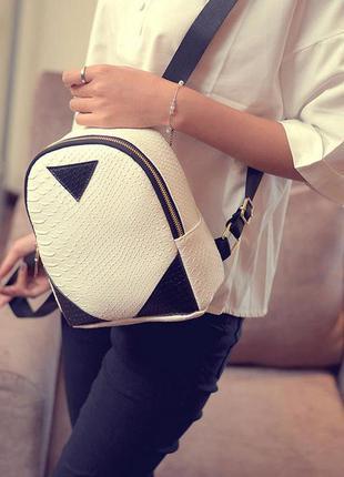 Актуальный городской рюкзак мини. текстура под рептилию. трендовый. приятная стоимость