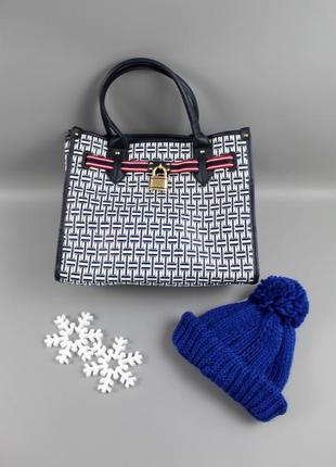 Лаконічна сумка бренду tommy hilfiger